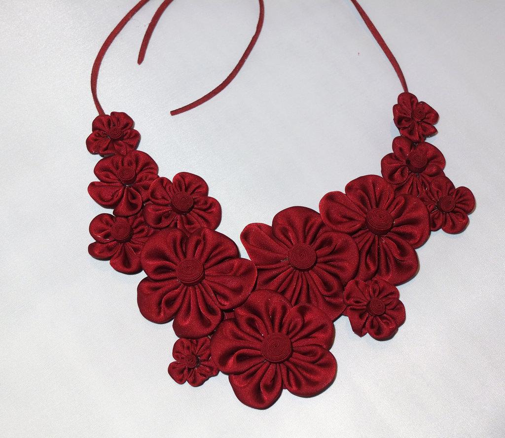 Collana kanzashi colore bordeaux con cordoncino