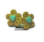 Orecchini biscotti cialda e piccolo cuore verde menta a perno in pasta polimerica fimo