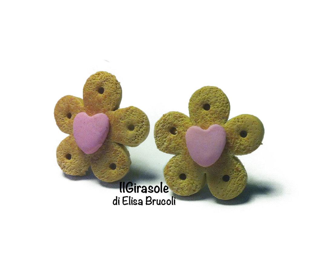 Orecchini biscotti cialda e piccolo cuore rosa a perno  in pasta polimerica fimo