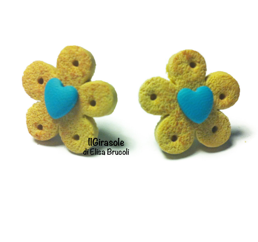 Orecchini biscotti cialda e piccolo cuore turchese a perno in pasta polimerica fimo