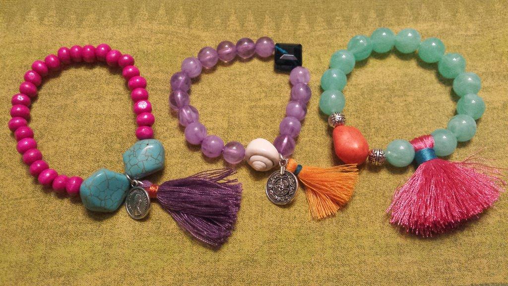 Offerta: 3 bracciali perline colorate e nappine