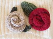 SET 2spille lana.2ROSE con foglie.BORDEAUX e BEIGE-Imbottite.Motivo tubolare.Foggia originale.Accessori per borsa,sciarpa,cappello.Personalizzabili
