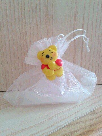 Bomboniera ispirata a Winnie the Pooh in fimo