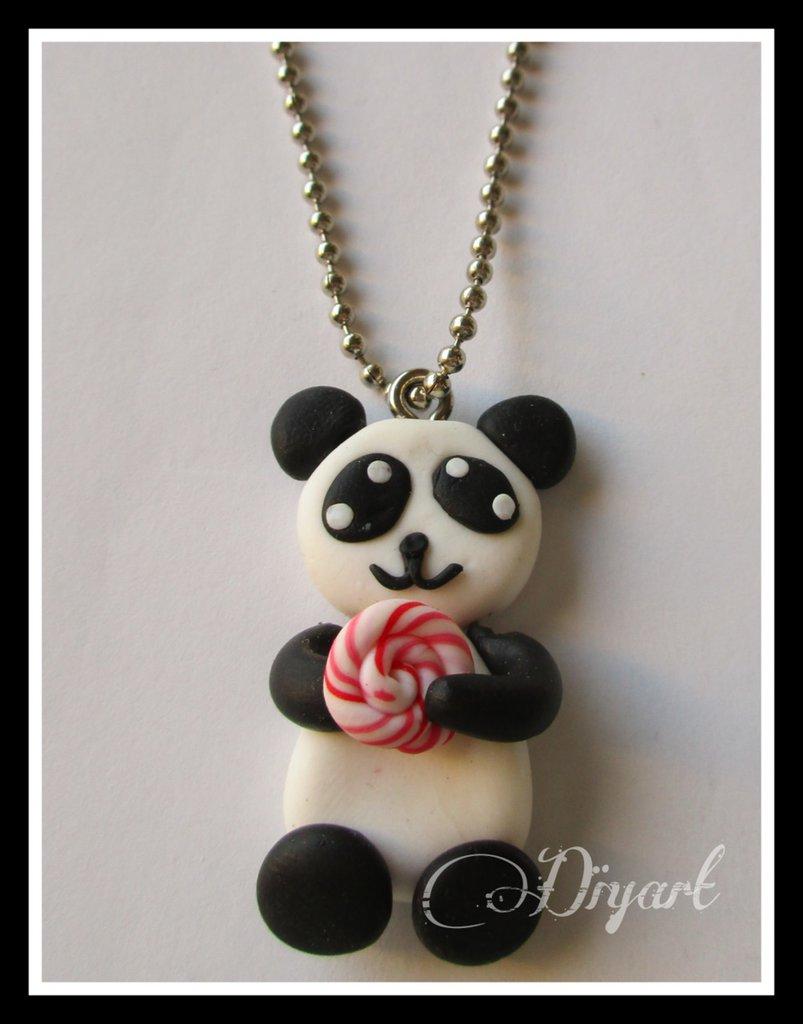 Collana in fimo con pendaglio panda.
