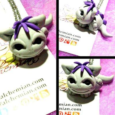 Collana Kawaii FIMO cucciolo drago grigio e viola protezione magic wicca wiccan