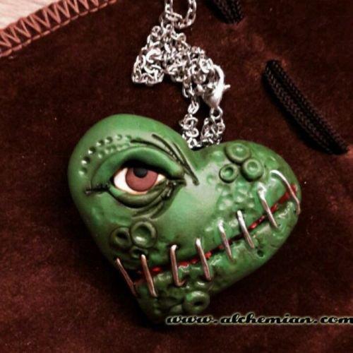 Collana Zombie punk horror cuore con occhio by alchemian magia