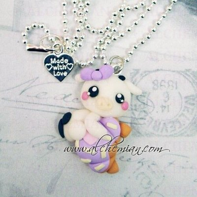 Collana mucca aggrappata a croissant dolcetto sweet merendine fimo alchemian