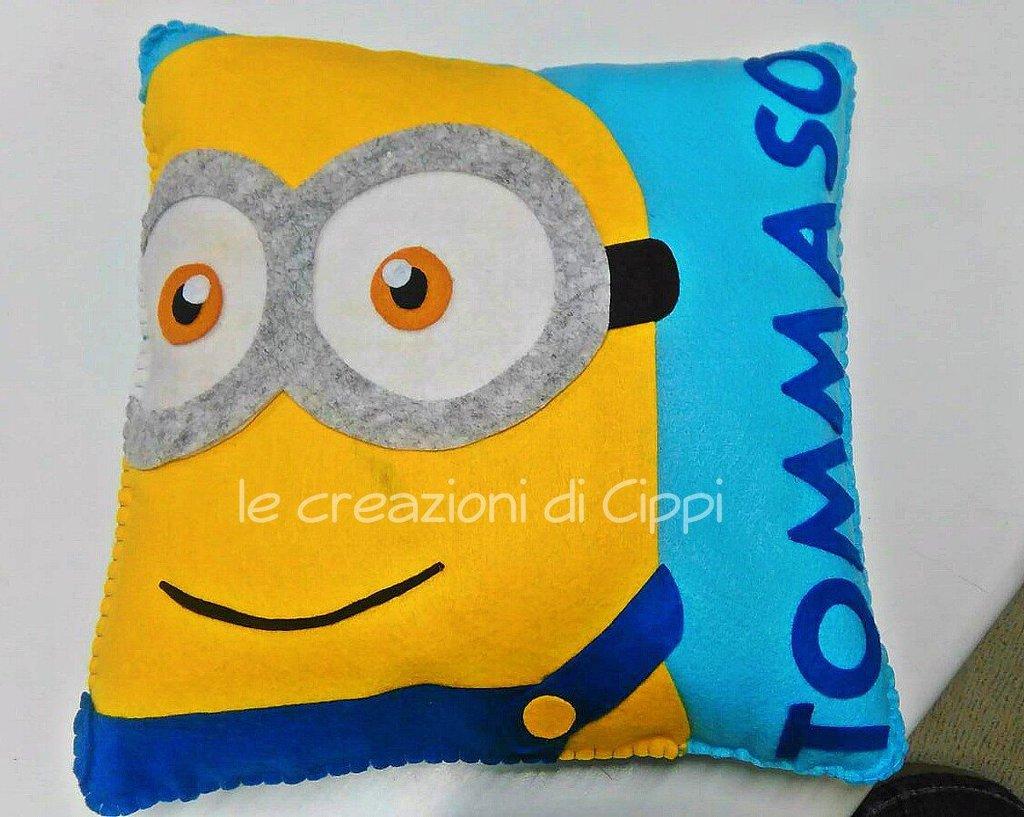 Cuscino in pannolenci personalizzato minion.