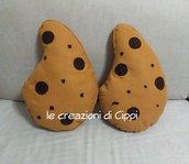 Cuscino arredo casa con gocce di cioccolato fatto a mano in pannolenci personalizzabile con nome.