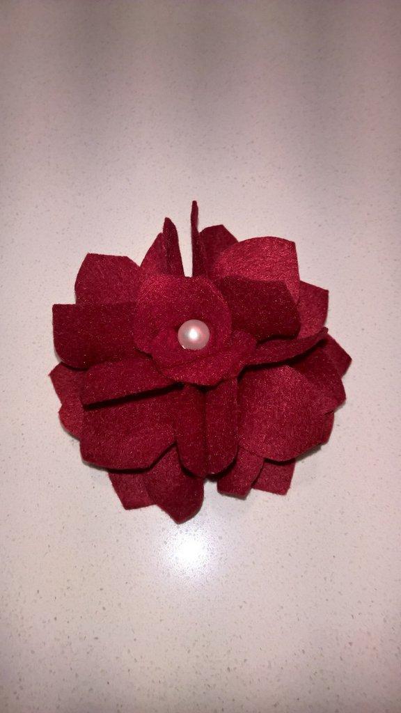 Spilla fiore in feltro