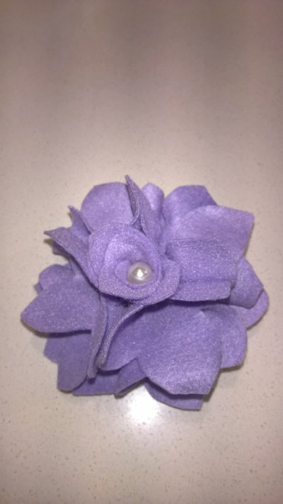 Spilla feltro fiore