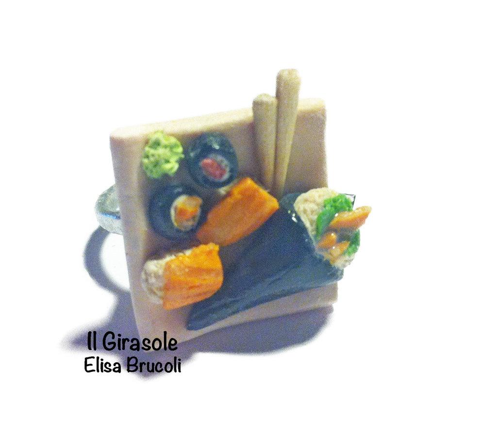 Anello Sushi regolabile con piatto in miniatura
