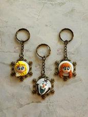 Portachiavi con cammeo con Elsa, Olaf ed Anna fimo
