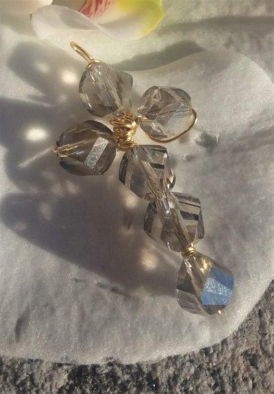Ciondolo a croce con cristallo ceco e filo per gioielli dorato