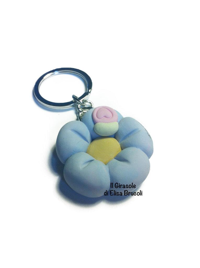 Portachiavi con fiore lilla e rosa e coccinella in fimo - idea bomboniera battesimo, nascita e baby shower