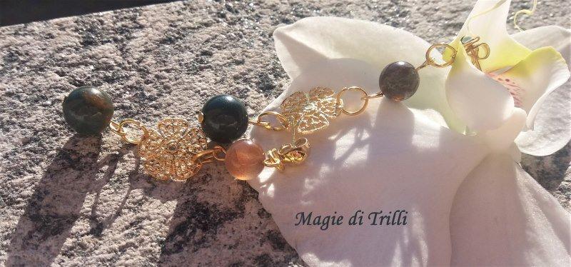 Orecchini pendenti a perno, con perle tonde d'agata e filigrana dorata
