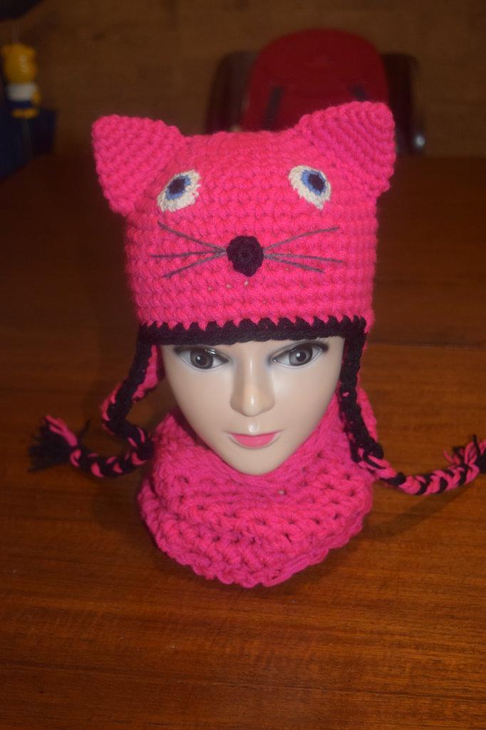 Cappellino e scalda collo a forma di gattino fucsia