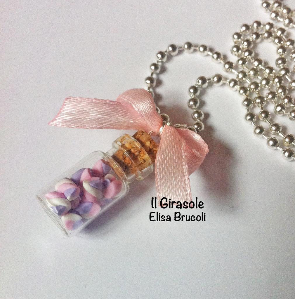 Collana marshmellow lilla e rosa con fiocco in boccetta di vetro con tappo in sughero