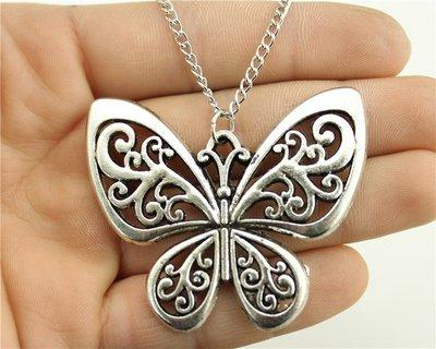 collana farfalla tono argento per donna
