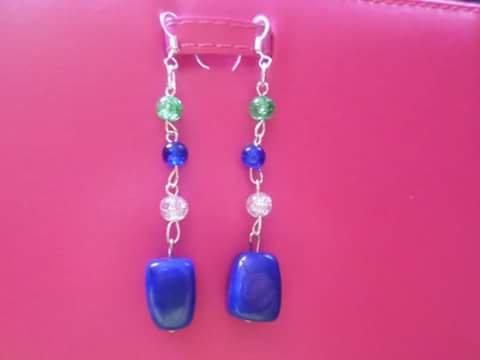orecchini pendenti con pietre dure di agata blu