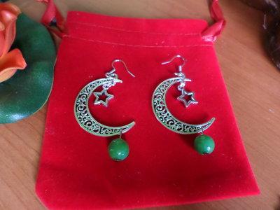 orecchini grandi lune con pietre dure di smeraldo