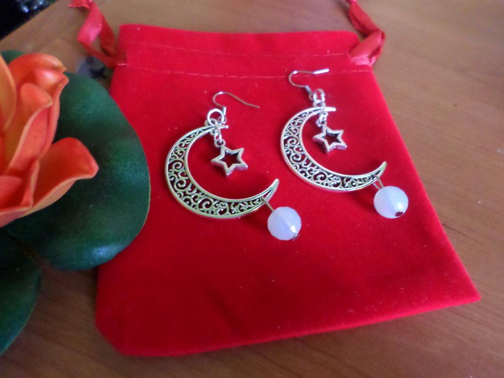 orecchini falce di luna con pietre dure di opale