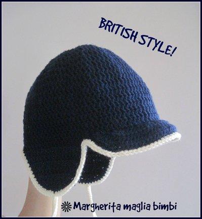 Cappello bambino visiera e paraorecchie  - lana merino blu - bordo bianco - fatto all'uncinetto