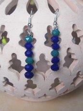 Orecchini pendenti con perline sfaccettate blu e verdi