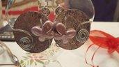 Orecchini a cerchio in alluminio battuto con farfalle in ceramica greca