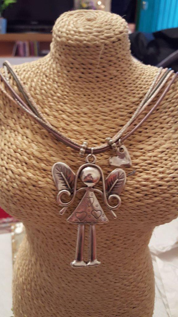 Collana angelo con chiusura magnetica in acciaio e pendente in zama.
