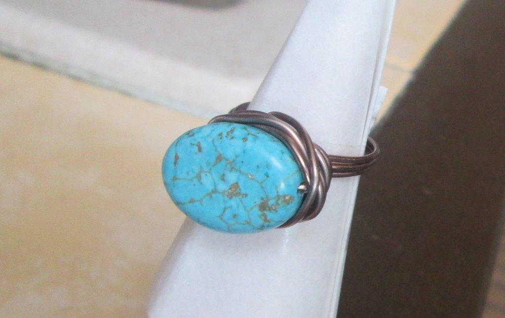 Anello wire bronzato con pietra turchese