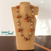 Collana con perle in resina vintage ambra