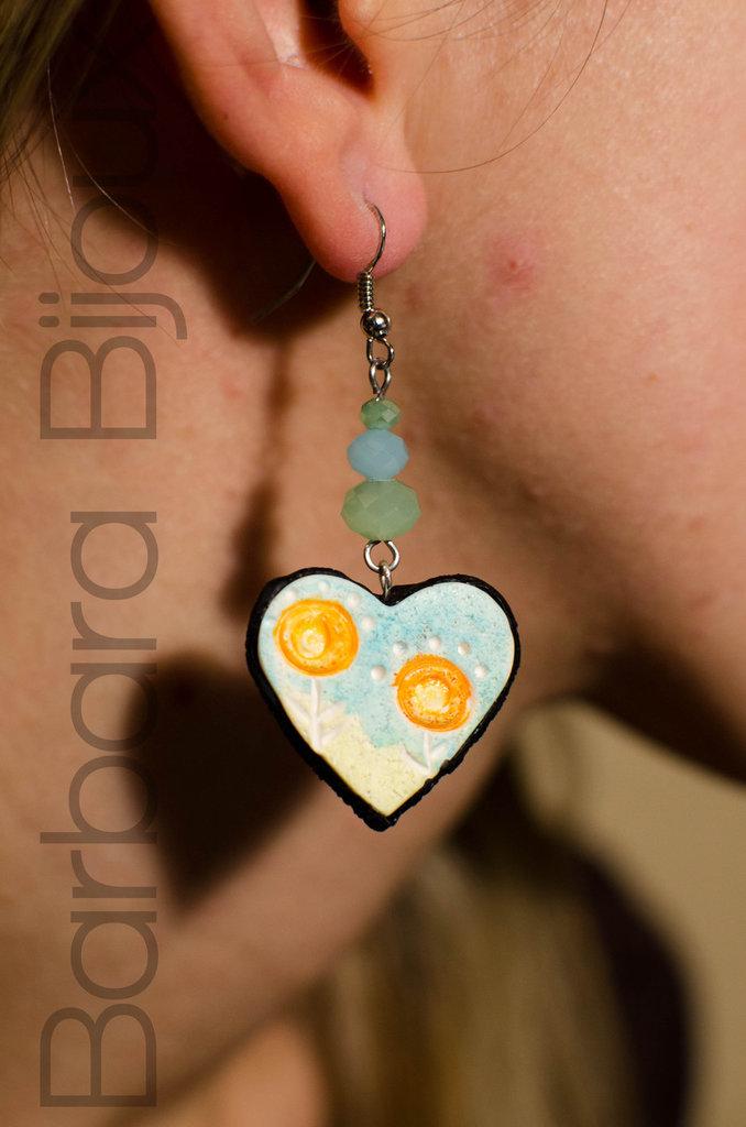 Orecchini cuore fiori azzurro, verde e arancione,  idea regalo in pasta polimerica.