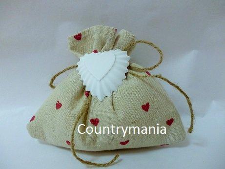 bomboniera sacchetto color lino con cuoricini rossi e gessetto