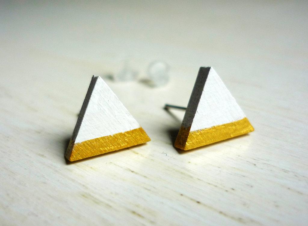Orecchini Triangoli bianco e oro, orecchini a lobo, orecchini in legno