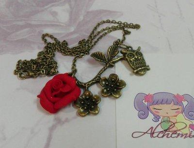 Collana vintage style gufetto su ramo fiorito, rosa in fimo, tono bronzo antico