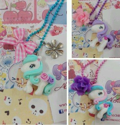 Collana pony tridimensionale, kawaii style, con fiori e fiocchetti