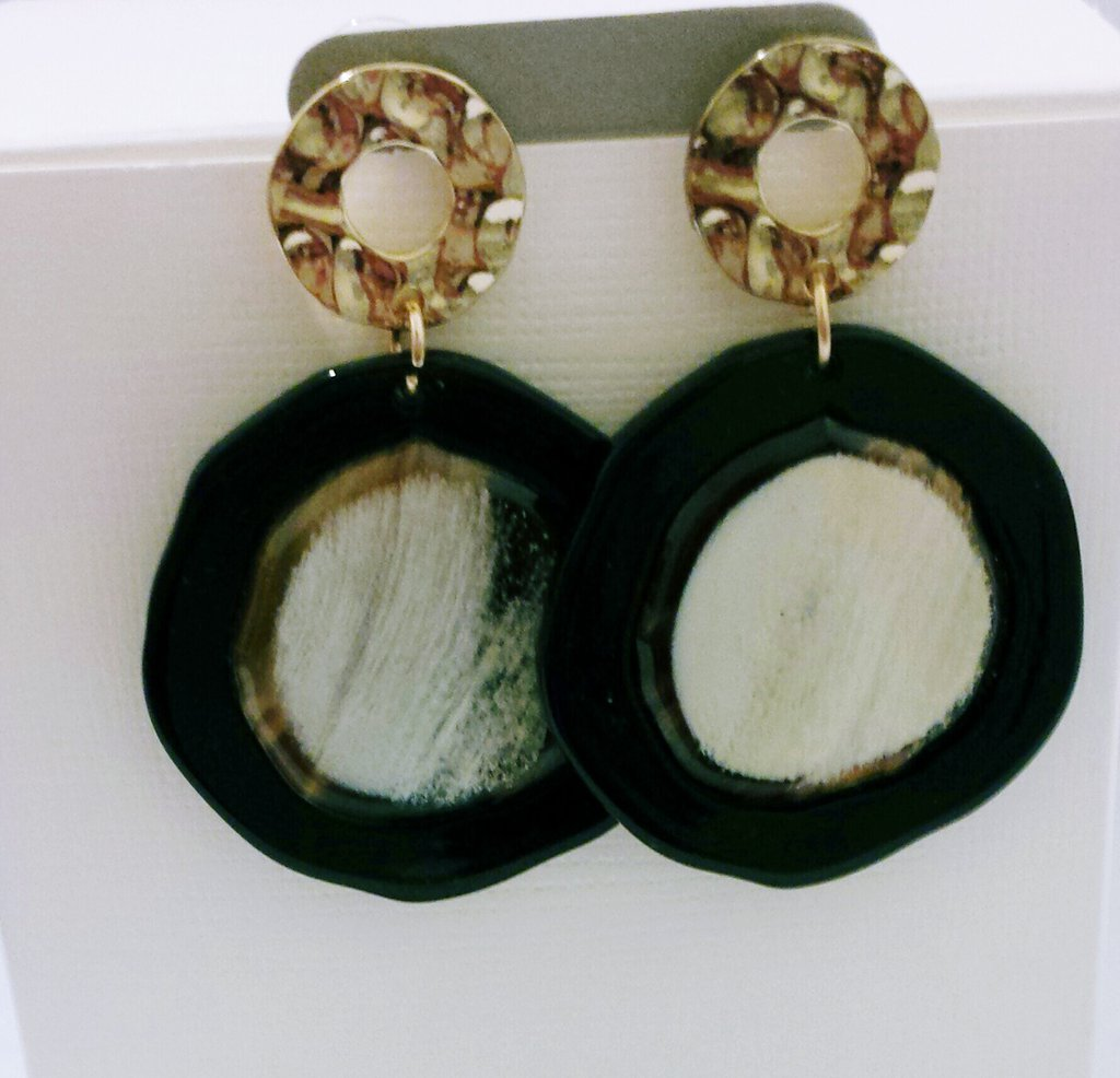 "orecchini pendenti in resina ""Panna d'avorio"""