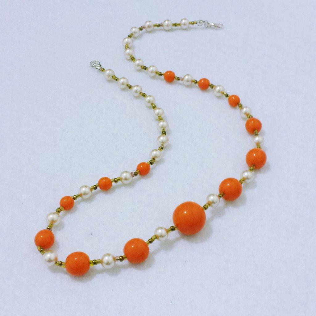 """Collana corta con perle di maiorca avorio e vetro arancione """"Arancia del drago"""""""