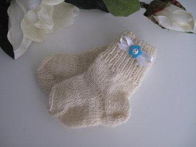 Calzini panna/fiore azzurro neonato fatti a mano lana idea regalo nascita cerimonia corredino ferri
