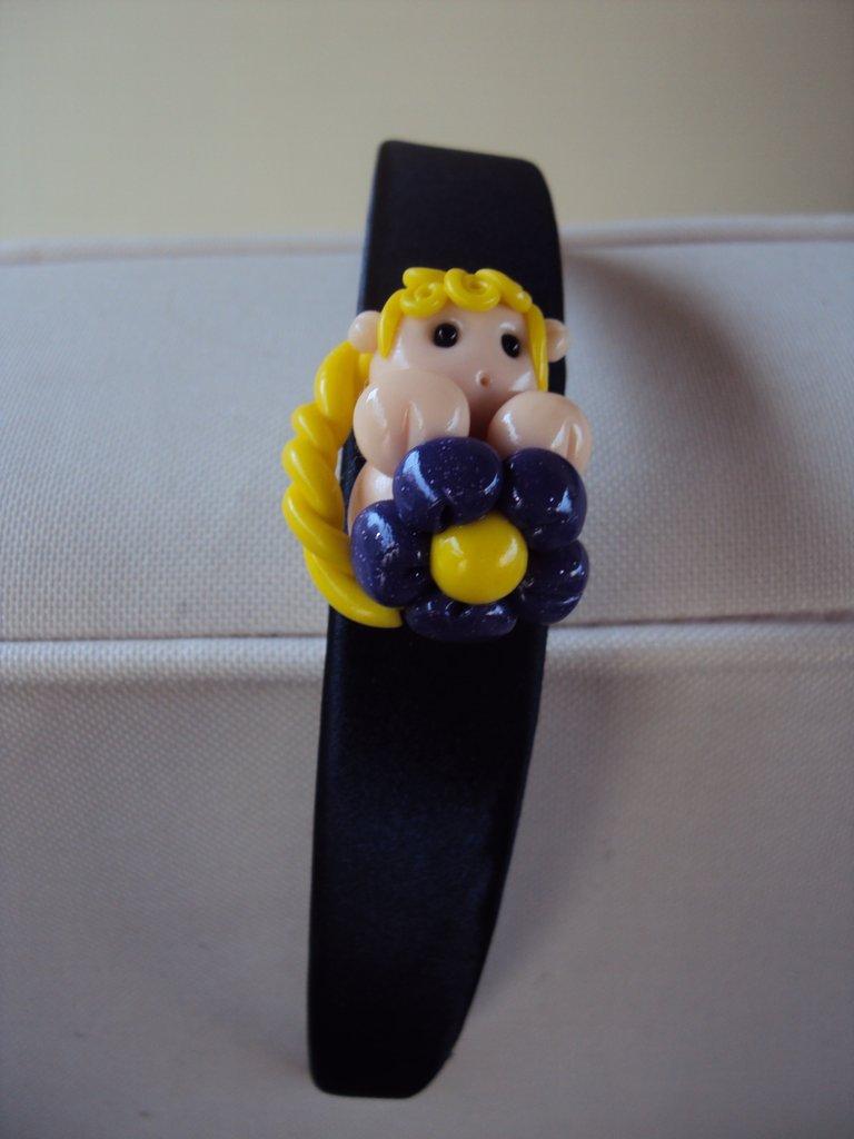 cerchietto per capelli con bambolina in fimo