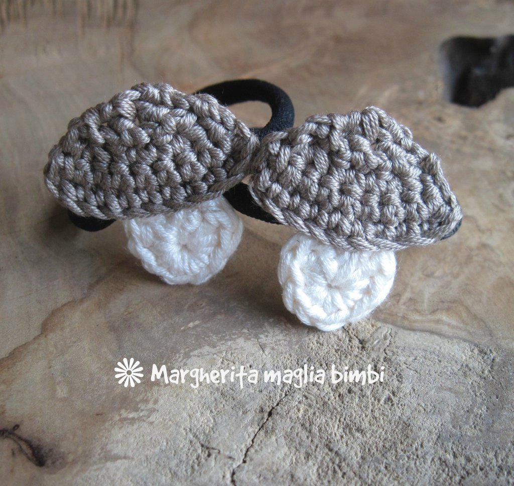 Elastico capelli - braccialetto con fungo in cotone fatto a mano all'uncinetto