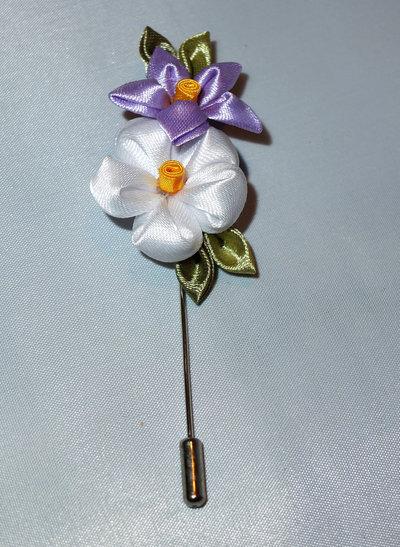 Spilla kanzashi con fiori bianco e lilla