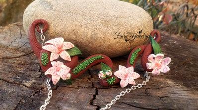 Collana ramo fiori  pasta polimerica modellato a mano senza stampi