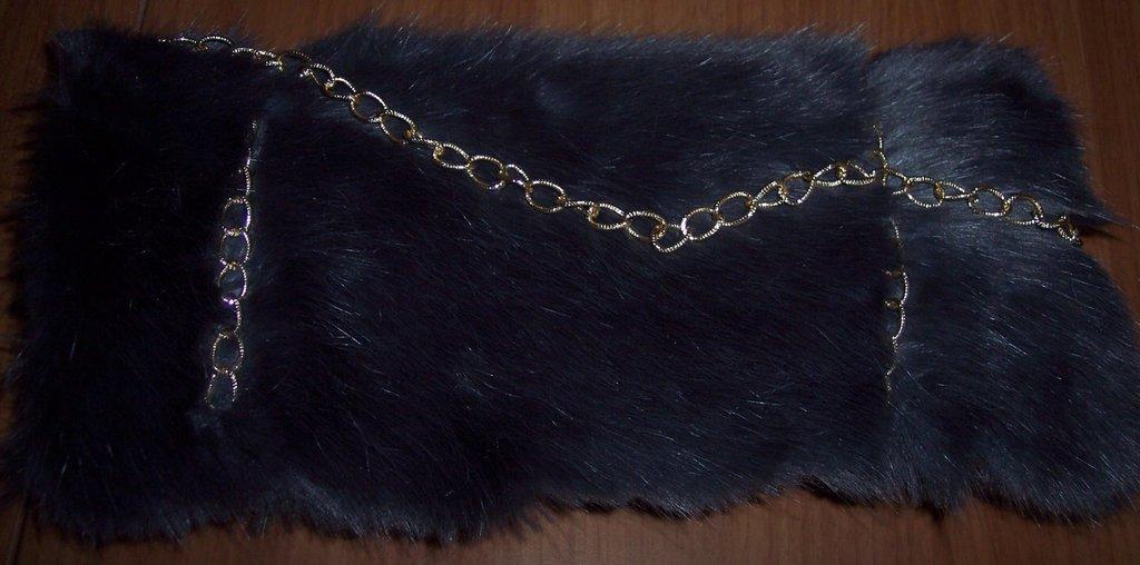 Borsa grigia in feltro con pelliccia ecologica