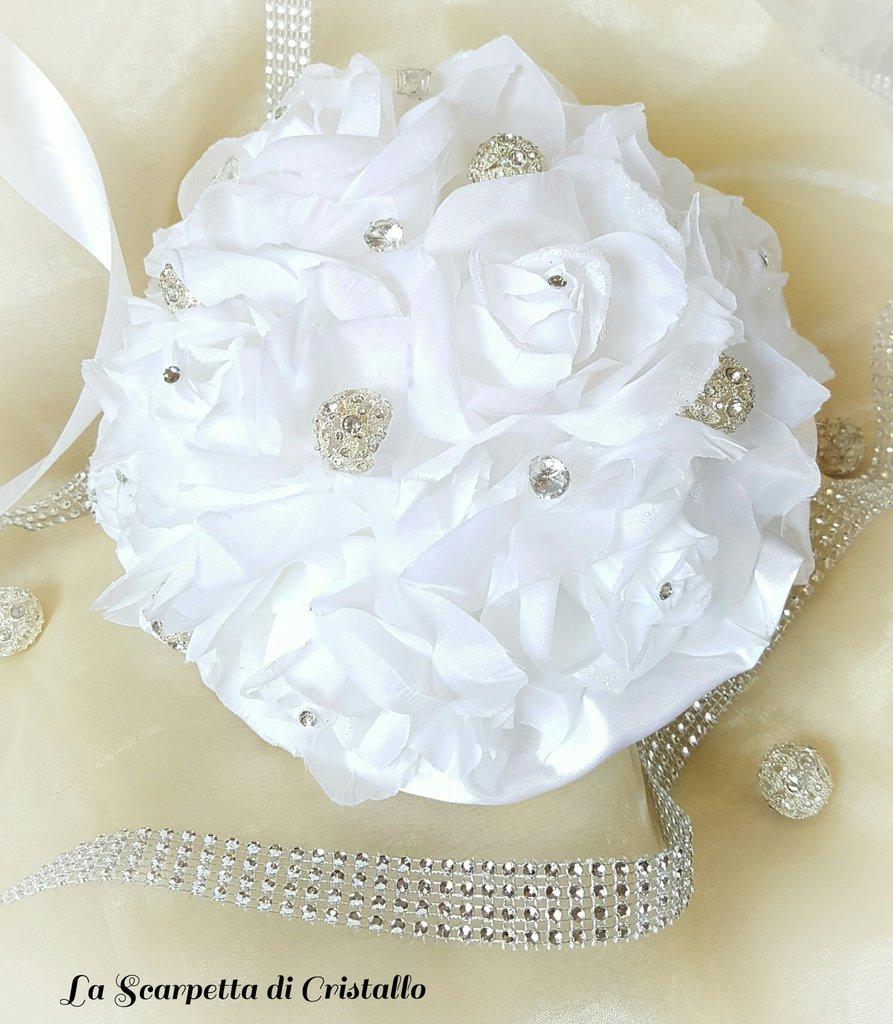 Bouquet gioiello di rose bianche e strass