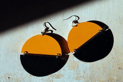 Orecchini Dischi Vintage '70 nero-giallo, pendenti
