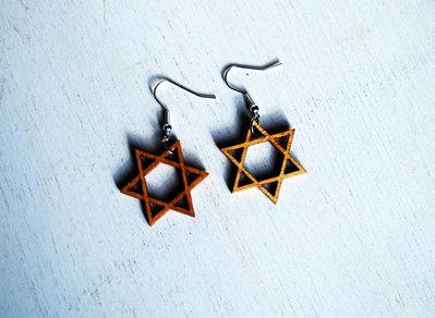 Orecchini pendenti in legno, stelle in legno