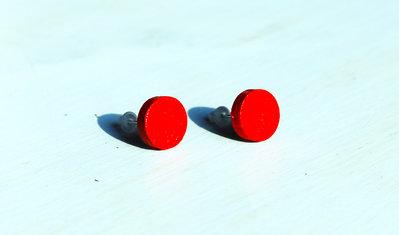 Orecchini a lobo bottoni rosso