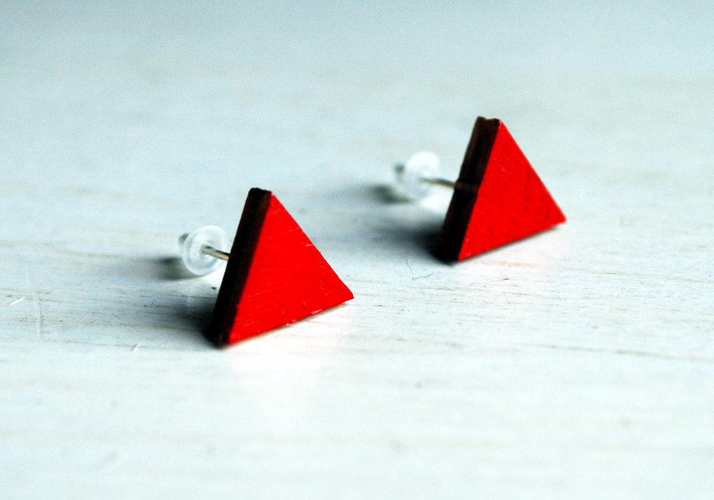 Orecchini triangoli rossi